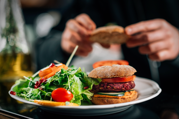 Chef-making-vegan-burgers-in-a-restaurant-kitchen-5